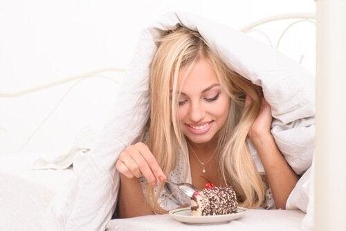 нездравословните закуски пречат на отслабването