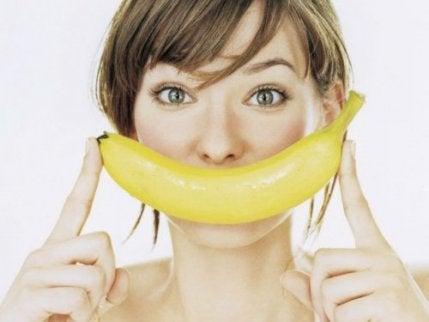 бананови кори за избелване на зъбите