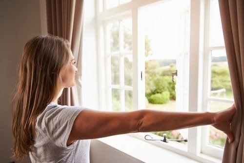 почистването на прозорците с оцет
