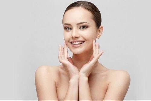 правете си ежедневен масаж, за подмладяване на кожата на шията си