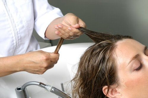 Лосион и масаж на скалпа против косопада