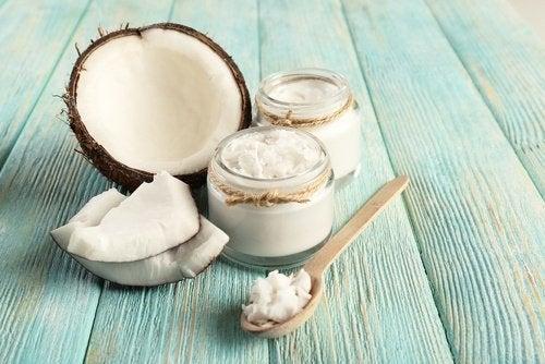 кокосово масло, което намалява зъбната плака