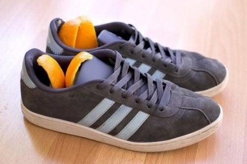 дезодорант за обувки - използвайте портокаловите кори