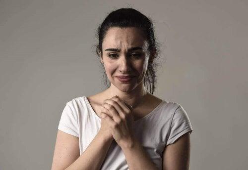 Хроничната виктимизация: Защо някои хора се оплакват по цял ден?
