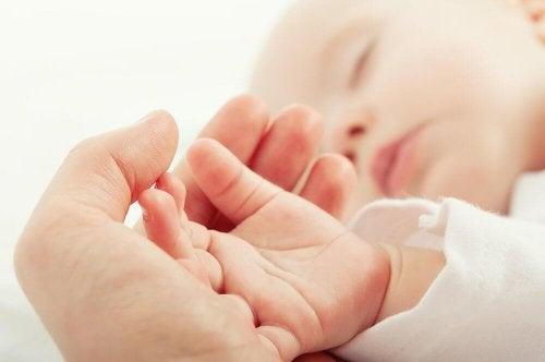 Рразтърсването няма да помогне на бебето ви да се успокои
