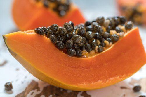 семките на папаята спомагат храносмилането