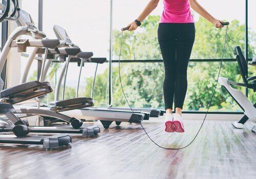 За да имате здрави колене можете да скачате на въже, за да зякнете