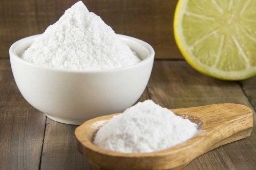 Сокът от лимон подобрява алкалните свойства на содата за хляб
