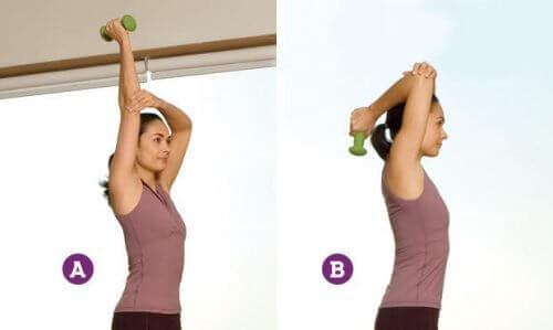 Това упражнение прави отпуснатите ръце по-силни, като същевременно работи върху гърба ви.