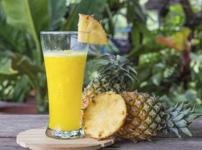 Научете кои са ползите на водата от ананас