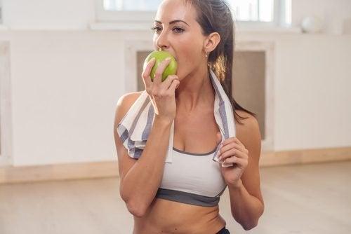 ябълки за избелване на зъбите