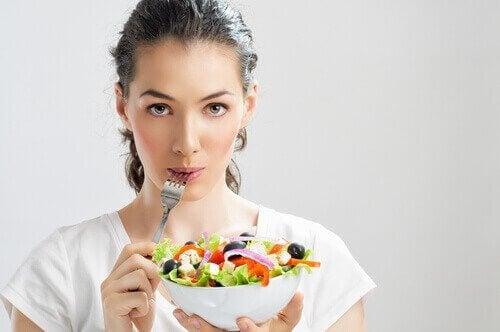 за да избегнете проблемите свързани с епигастралгията, яжте алкални храни