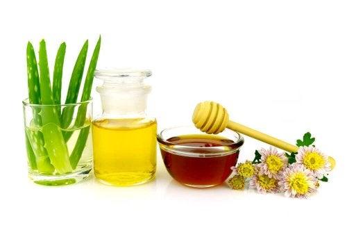 Комбинацията между алое и мед е чудесен начин за почистване на грим