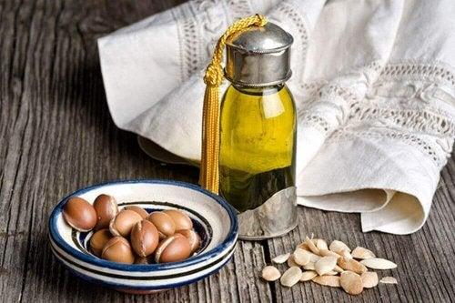 аргановото масло е отличен начин за сгъстяване на веждите
