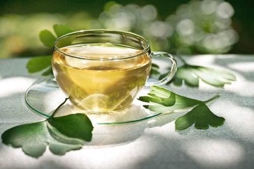 чаят от гинко билоба ще ви помогне да се справите с флебита