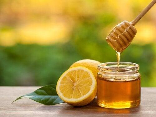 чаят с мед е отлично средство в борбата срещу инфекциите на венците