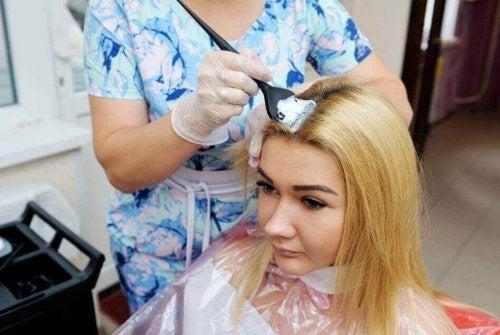 Най-добрият начин за изсветляване на косата, без да я увреждате