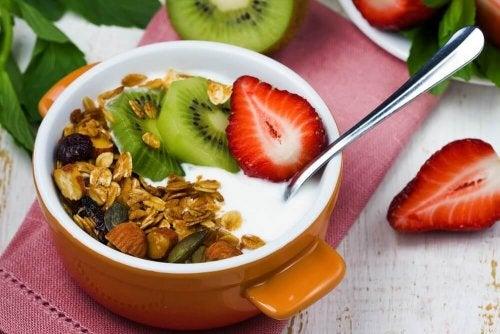 Смутито с кисело мляко е още един варинат за закуска за болните с диабет