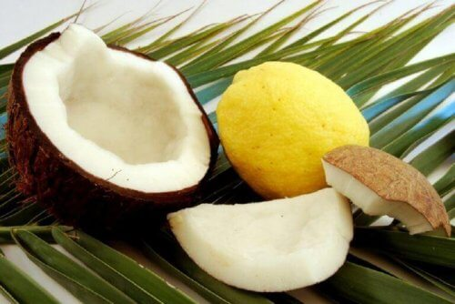 кокосовото масло помага при изтъняваща коса