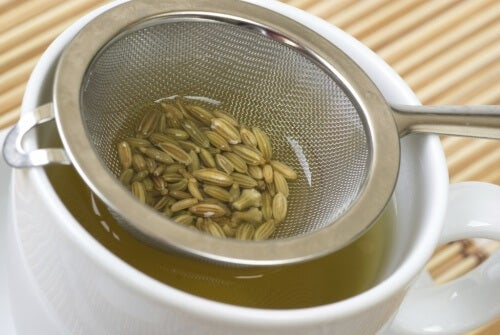 семена от копър за прочистване на дебелото черво