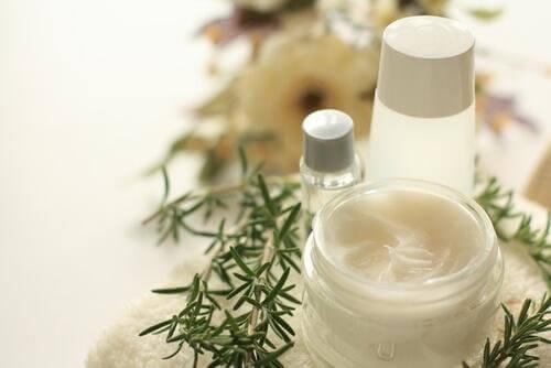 маска с розмарин за реполяризацията на косата у дома