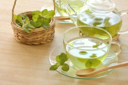 Ментов чай за детоксикация на дебелото черво