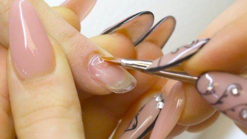 Ако страдате от чупливи нокти, ноктоплатиката няма да ви помогне