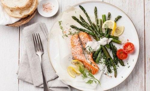 спазването на диетата с ниско съдържание на въглехидрати ще ви помогне не само да отслабнете
