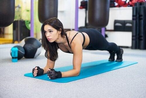 Упражнението планк ще ви помогне да стегнете корема си