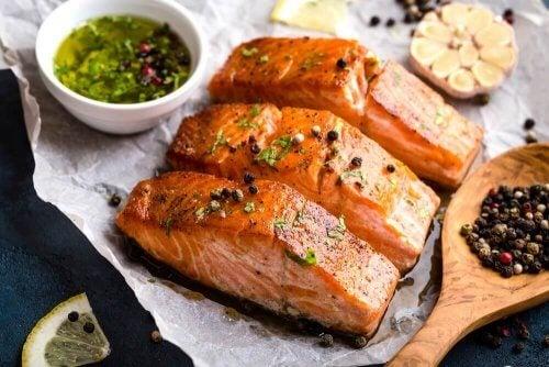 сьомгата е вкусна риба, която лесно можете да приготвите на скара