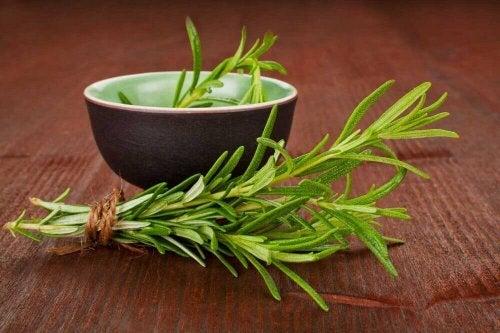 чаят от розмарин е верен помощник за отпускане на мускулите