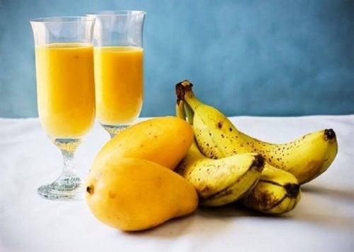 Манго, банан и маруля за прочистване на черния дроб