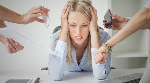 стресът оказва влияние върху функционирането на щитовидната жлеза