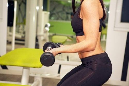 Какво е по-добре, когато се упражнявате: повече тежести или повече повторения