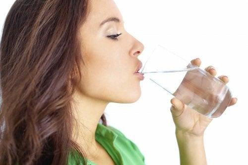 пийте вода за укрепване на имунната система