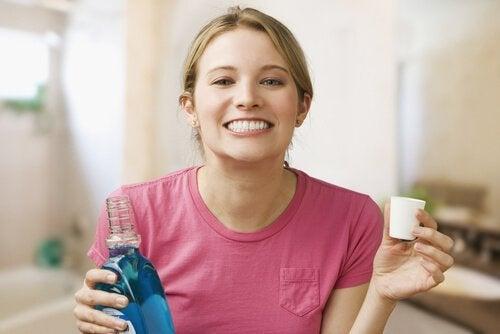 водата за уста ще ви помогне да контролирате инфекциите на венците