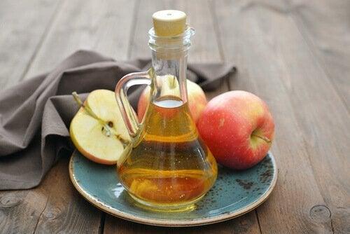 ябълковият оцет помага за облекчаване симптомите на зачервено гърло