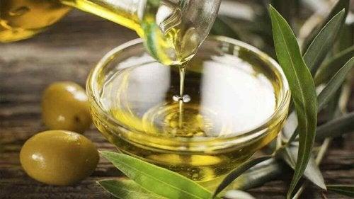 маска с маслиново масло и бадеми