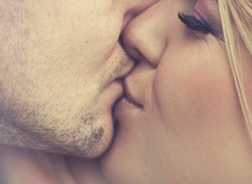 целувките облекчават редица симптоми на алергиите