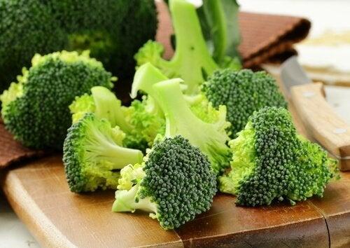 броколито е една от храните спомагащи бързата детоксикация на организма