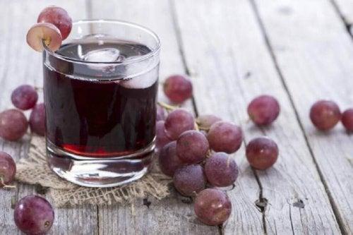 Сок от грозде и магданоз срещуанемията