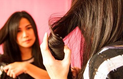 Как да изправяте косата си, без да я увреждате