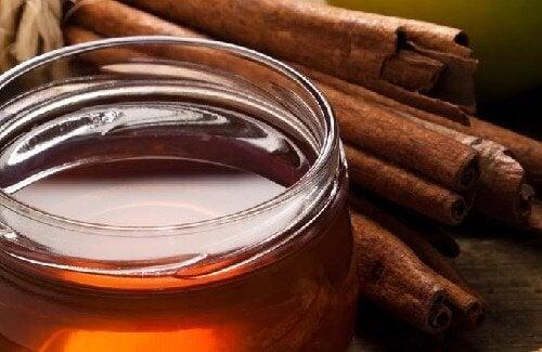 Предимства от ежедневния прием на супена лъжица канела и мед