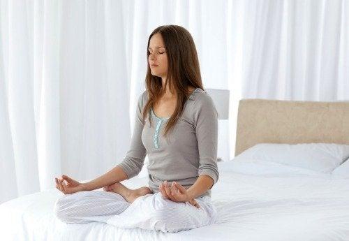медитацията е чудесен начин са справяне с отрицателната енергия