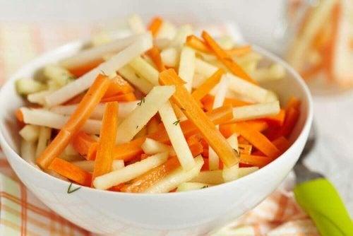 Пет детоксикиращи салати за пречистване на дебелото черво