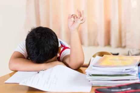 късното лягане и умората вървят ръка за ръка при децата