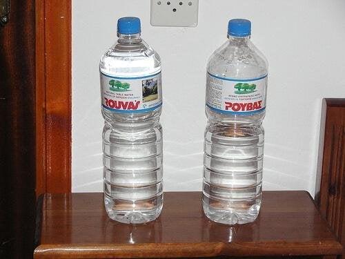 пийте достатъчно вода ежедневно, за да избегнете проблемите с бъбреците