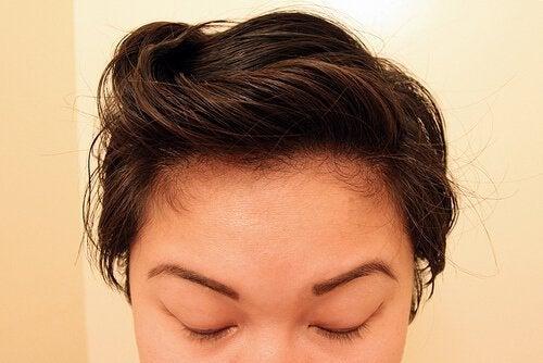 Радвайте се на здрава и красива коса с помощта на приготвените от вас натурални шампоани