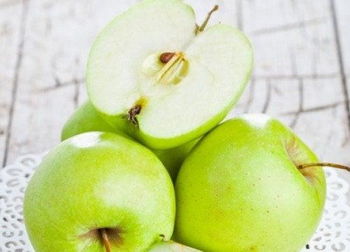 Ползите от  зелените ябълки, изядени на гладно