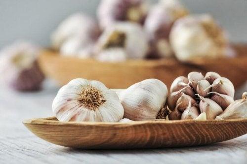 чесънът също е сред храните контролиращи хипертонията